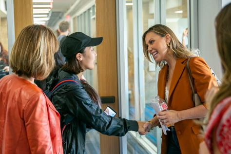 Entrepreneur Kendra Scott speaks with students in the College of Fine Arts.
