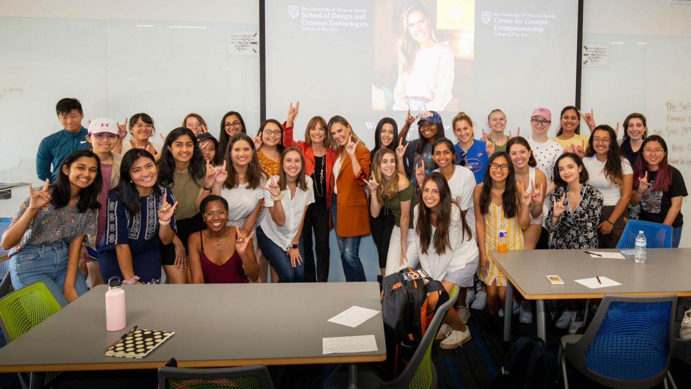 Entrepreneur and designer Kendra Scott with students in the Women in Entrepreneurship class.