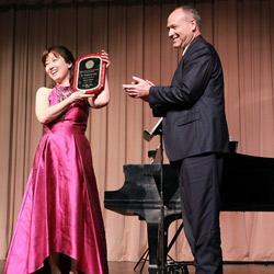 Hyeyoung Song receiving award