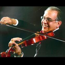 UT Mariachi Director Ezekiel Castro playing the violin