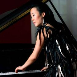 Helen Sung at a piano
