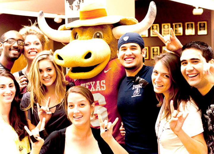 Students standing with Hook Em, the UT mascot.